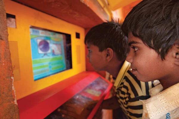 آزمایش سوگاتا میترا در هند